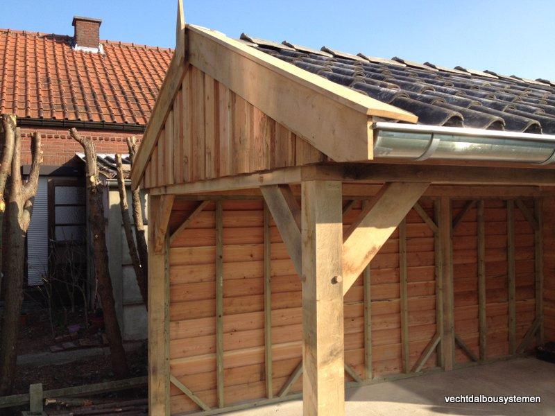 Houten_tuinhuis_met_carport_(11)-001 - Robuust eikenhouten tuinhuis met carport opgeleverd in België