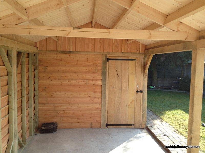 Houten_tuinhuis_met_carport_(15)-001 - Robuust eikenhouten tuinhuis met carport opgeleverd in België
