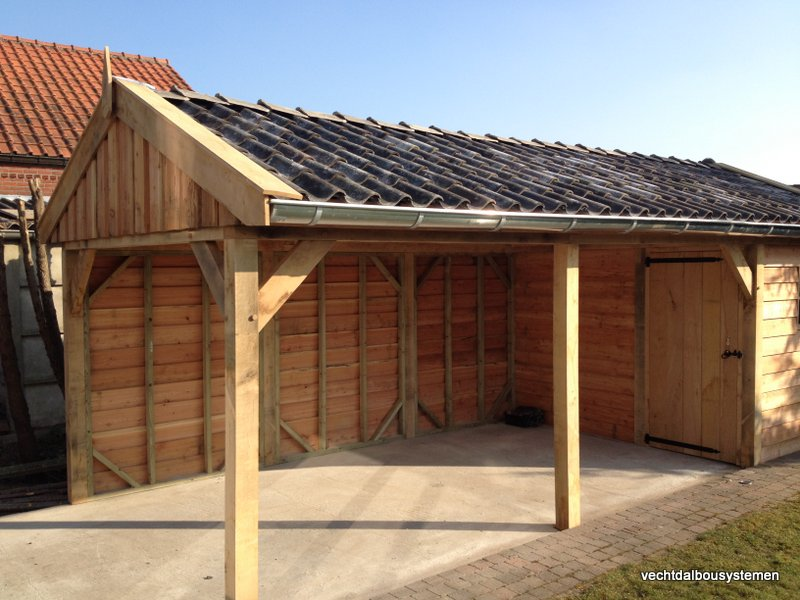 Houten_tuinhuis_met_carport_(19)-001 - Robuust eikenhouten tuinhuis met carport opgeleverd in België