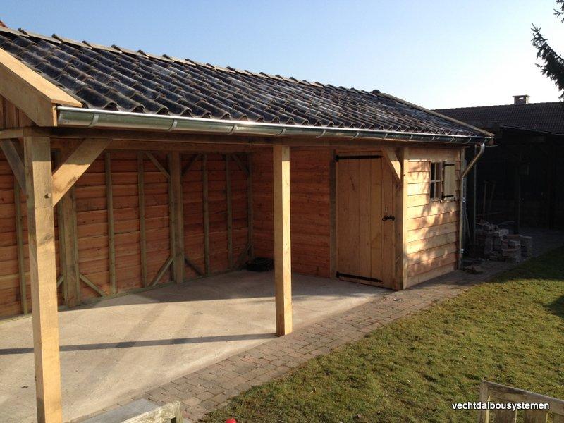 Houten_tuinhuis_met_carport_(20)-001 - Robuust eikenhouten tuinhuis met carport opgeleverd in België