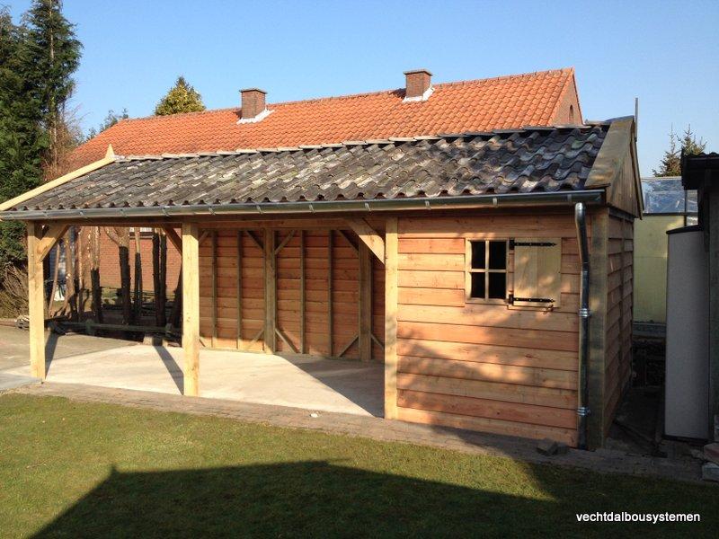 Houten_tuinhuis_met_carport_(22)-001 - Robuust eikenhouten tuinhuis met carport opgeleverd in België