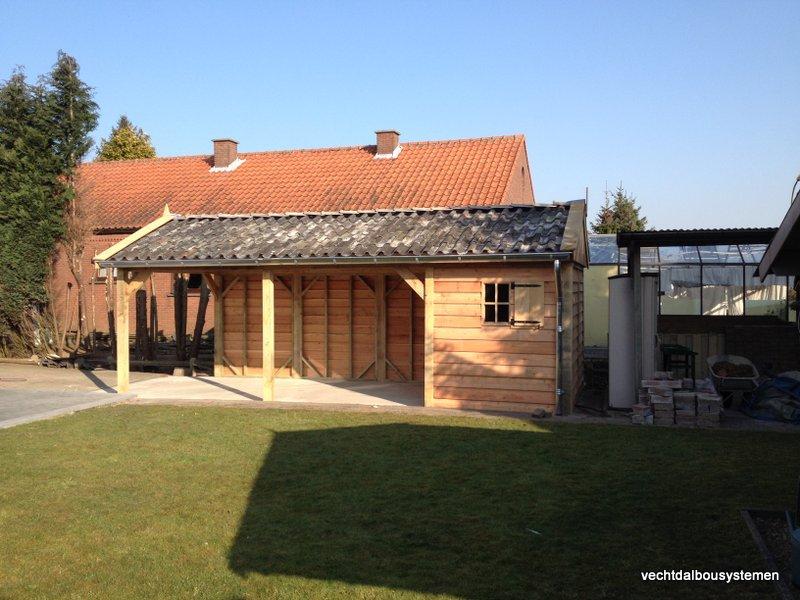 Houten_tuinhuis_met_carport_(28)-001 - Robuust eikenhouten tuinhuis met carport opgeleverd in België