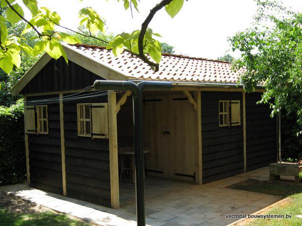04-houten_tuinhuis_met_luifel_(1) - Nostalgische houten tuinhuis met luifel op maat gemaakt.