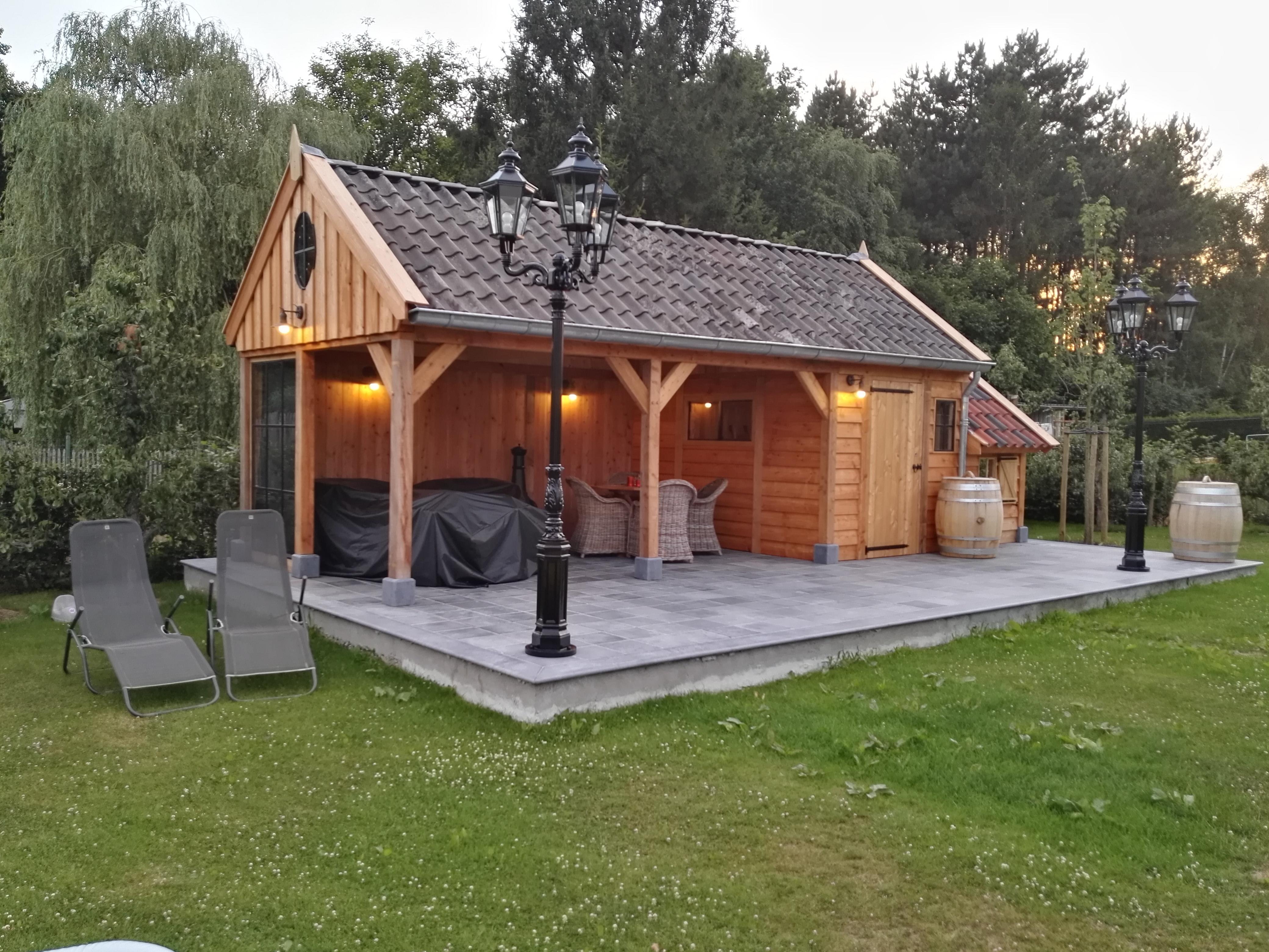 tuinkamer - Luxe houten bijgebouw met riante tuinkamer.