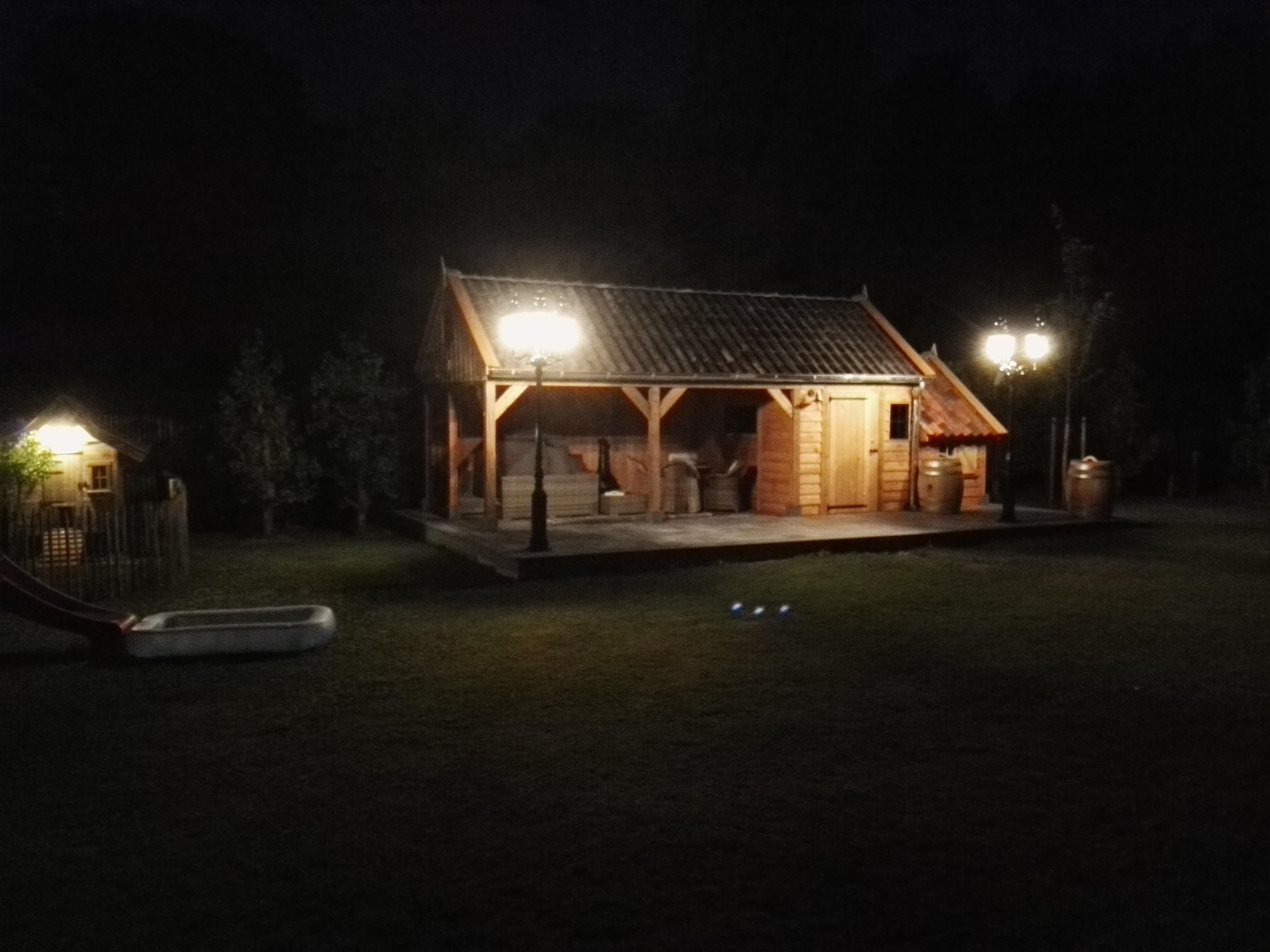 tuinkamer_6 - Luxe houten bijgebouw met riante tuinkamer.