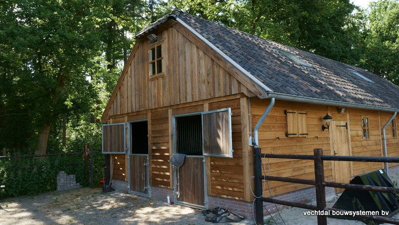 Nostalgie_houten_schuur_(13) - Nostalgisch larikshouten schuur met paardenstal opgeleverd in Maarn.