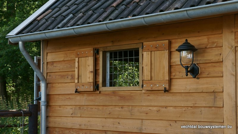 Nostalgie_houten_schuur_(6) - Nostalgisch larikshouten schuur met paardenstal opgeleverd in Maarn.