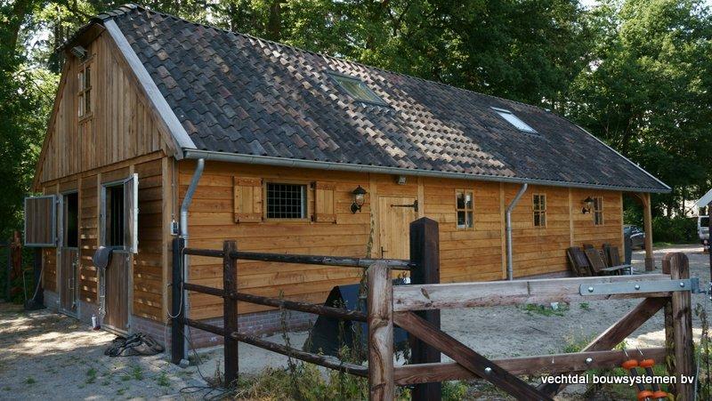 Nostalgie_houten_schuur_(9) - Nostalgisch larikshouten schuur met paardenstal opgeleverd in Maarn.