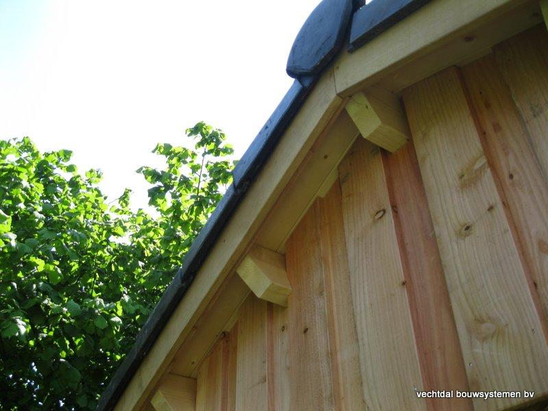 5-IMG_2239 - Robuust eikenhouten tuinhuis met veranda geplaatst in Ommen.
