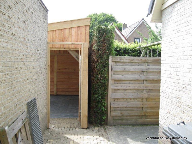 houten_berging_met_overkapping_(2) - Stijlvolle eikenhouten berging met overkapping geplaatst in Ruinerwold.