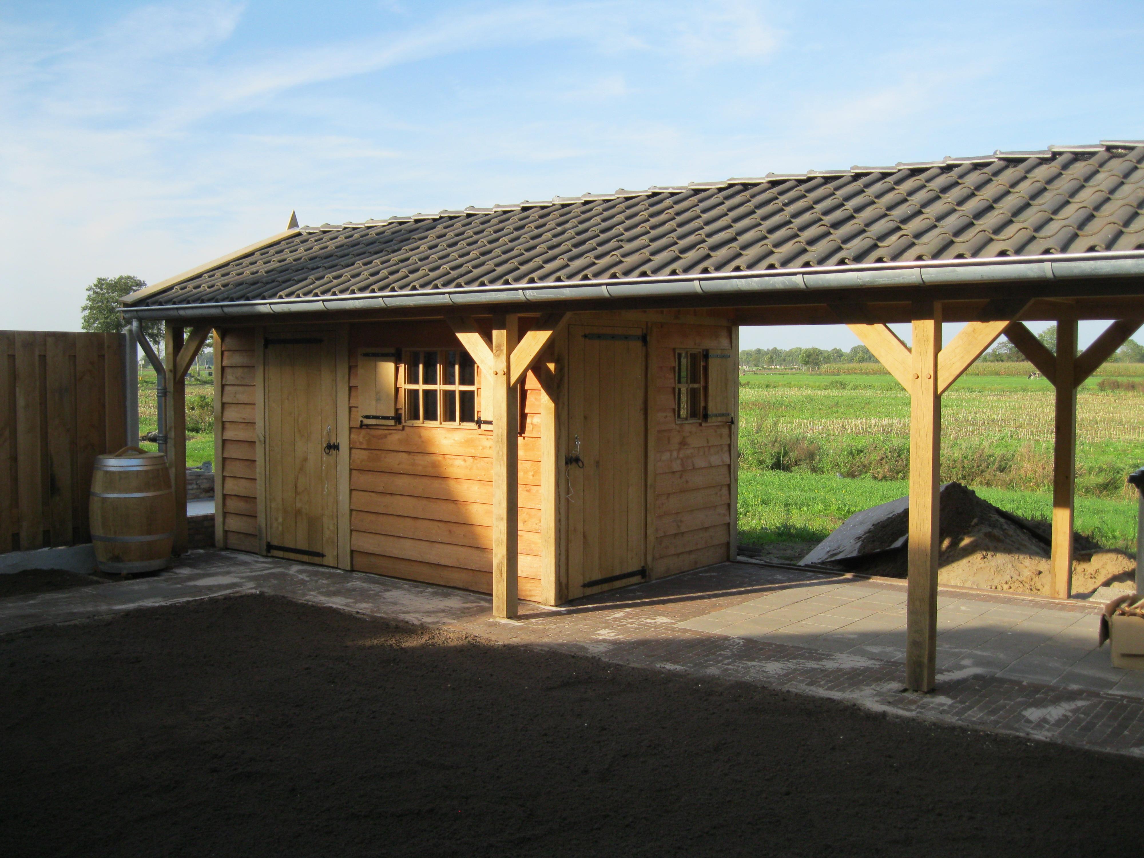 houten_tuinhuis_met_veranda_(12) - Eikenhouten tuinhuis met veranda als bouwpakket geleverd.