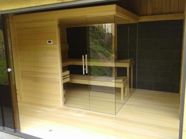 eiken_bijgebouw_met_sauna - Eikenhouten bijgebouw met carport. Ingericht met luxe wellness/relaxruimte.
