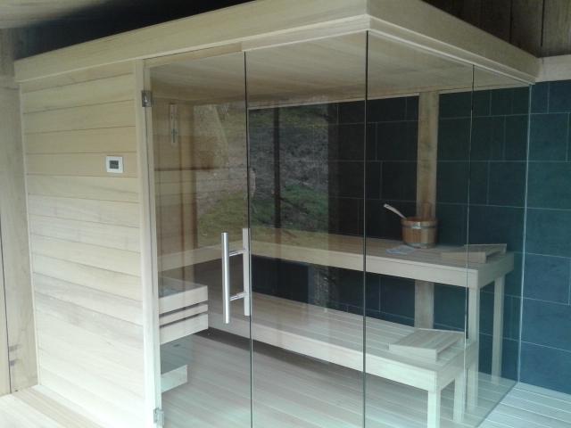 eiken_bijgebouw_met_sauna2 - Eikenhouten bijgebouw met carport. Ingericht met luxe wellness/relaxruimte.