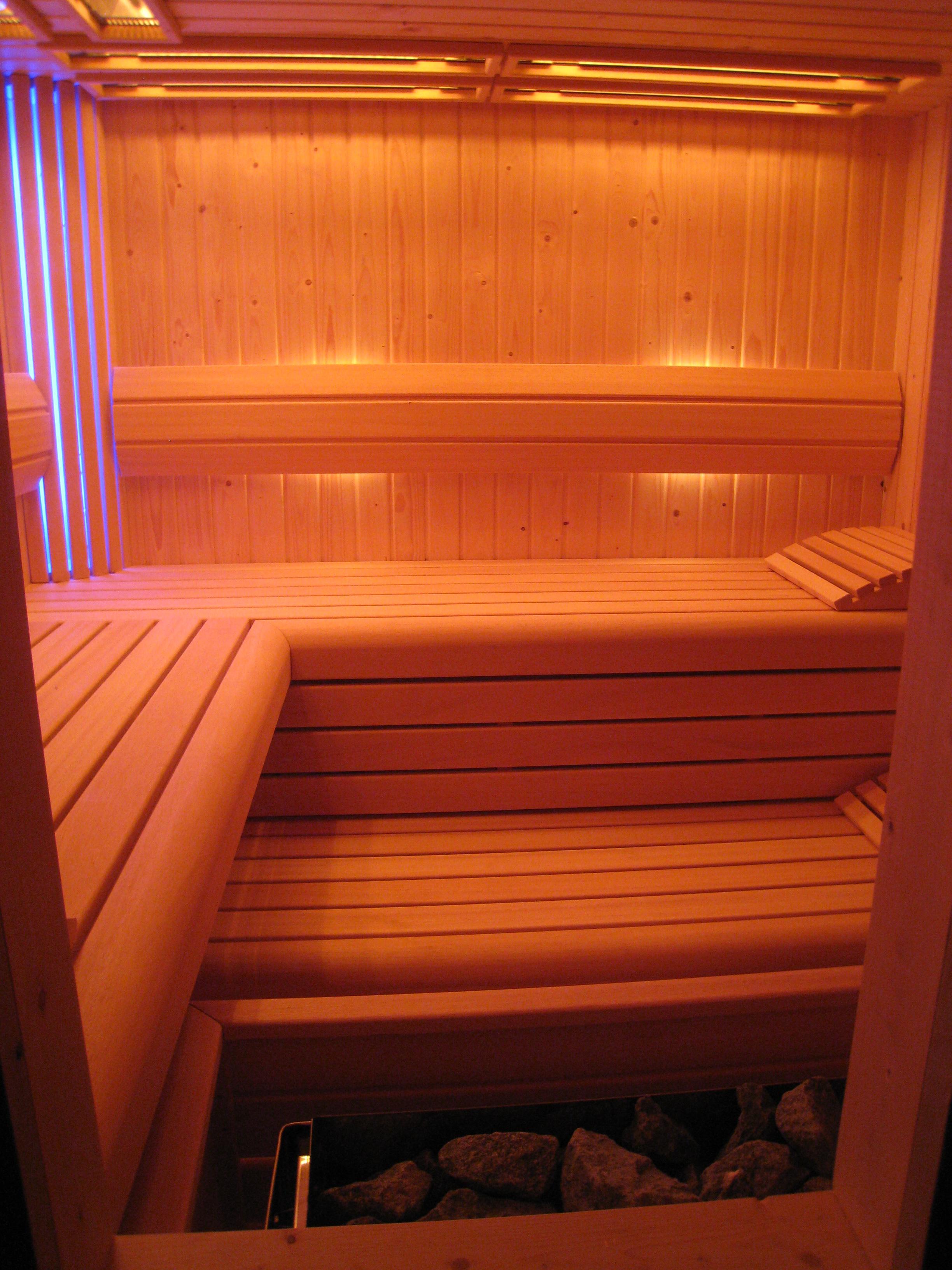eiken_bijgebouw_met_sauna4 - Eikenhouten bijgebouw met carport. Ingericht met luxe wellness/relaxruimte.