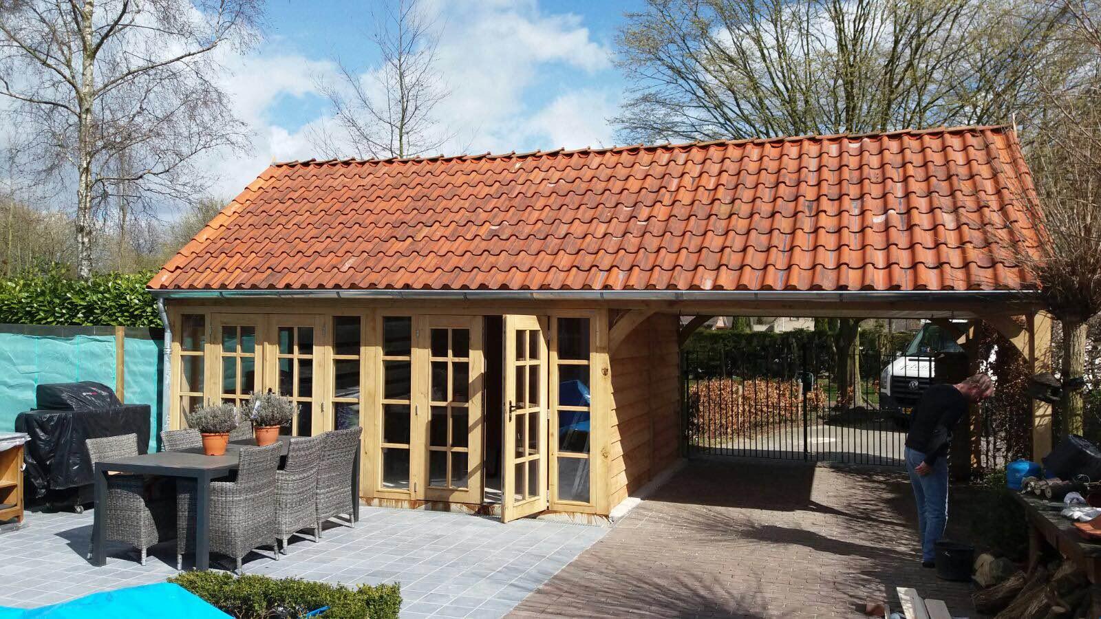 eiken_terrasoverkapping_(5) - Stijlvolle eikenhouten tuinkamer met overkapping geplaatst in Sluiskil.