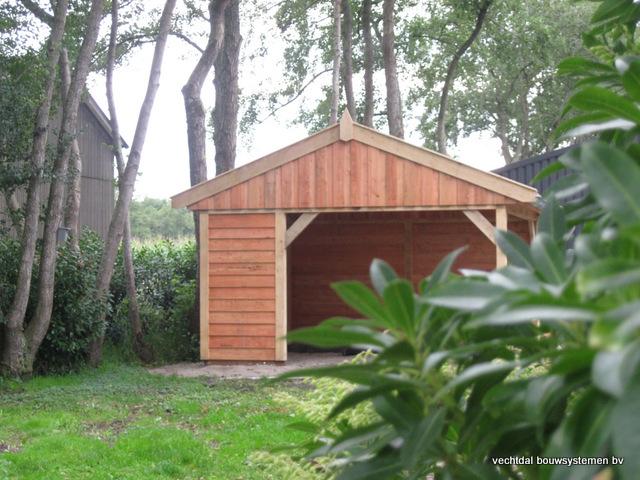Eikenhouten_tuinhuis_met_veranda_Hardenberg_(6) - Stijlvolle houten tuinhuis met overkapping geplaatst in Hardenberg.