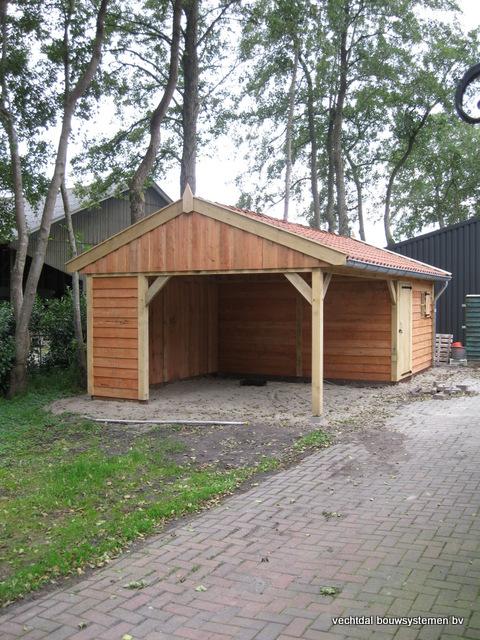 Eikenhouten_tuinhuis_met_veranda_Hardenberg_(8) - Stijlvolle houten tuinhuis met overkapping geplaatst in Hardenberg.