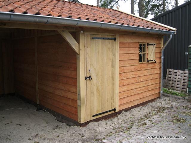 Eikenhouten_tuinhuis_met_veranda_Hardenberg_(9) - Stijlvolle houten tuinhuis met overkapping geplaatst in Hardenberg.
