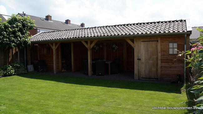 Houten_tuinhuis_met_veranda_(1) - Robuust eikenhouten tuinhuis met veranda geplaatst in Den Ham.