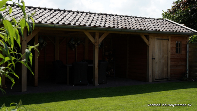 Houten_tuinhuis_met_veranda_(2) - Robuust eikenhouten tuinhuis met veranda geplaatst in Den Ham.