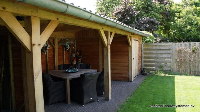 Houten_tuinhuis_met_veranda_(3) - Robuust eikenhouten tuinhuis met veranda geplaatst in Den Ham.