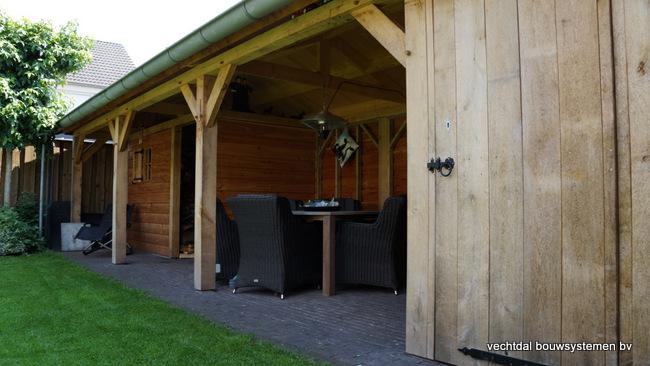 Houten_tuinhuis_met_veranda_(6) - Robuust eikenhouten tuinhuis met veranda geplaatst in Den Ham.