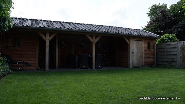 Houten_tuinhuis_met_veranda_(8) - Robuust eikenhouten tuinhuis met veranda geplaatst in Den Ham.