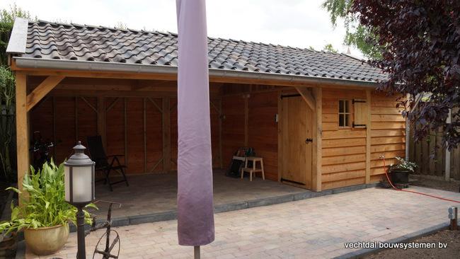 Houten_tuinhuis_met_veranda_Hengelo_(1) - Stijlvol eindresultaat eikenhouten tuinhuis met veranda te Hengelo