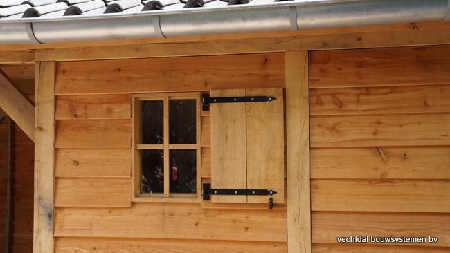Houten_tuinhuis_met_veranda_Hengelo_(10) - Stijlvol eindresultaat eikenhouten tuinhuis met veranda te Hengelo