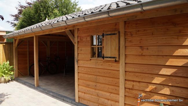 Houten_tuinhuis_met_veranda_Hengelo_(7) - Stijlvol eindresultaat eikenhouten tuinhuis met veranda te Hengelo