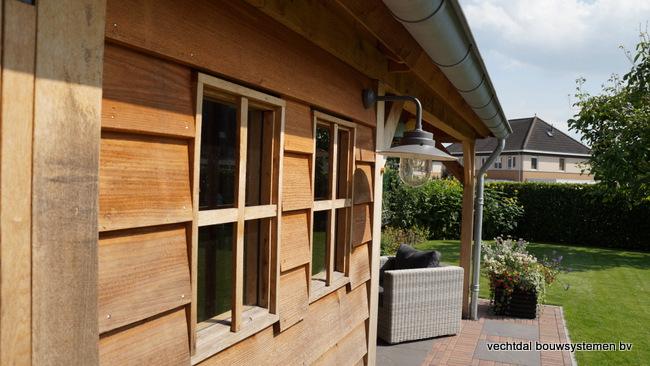 houten_tuinhuis_(13) - Landelijke houten tuinhuis met veranda opgeleverd in Markelo.