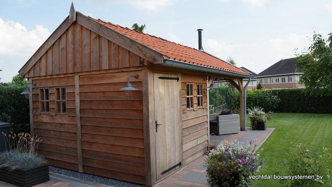 houten_tuinhuis_(2) - Landelijke houten tuinhuis met veranda opgeleverd in Markelo.