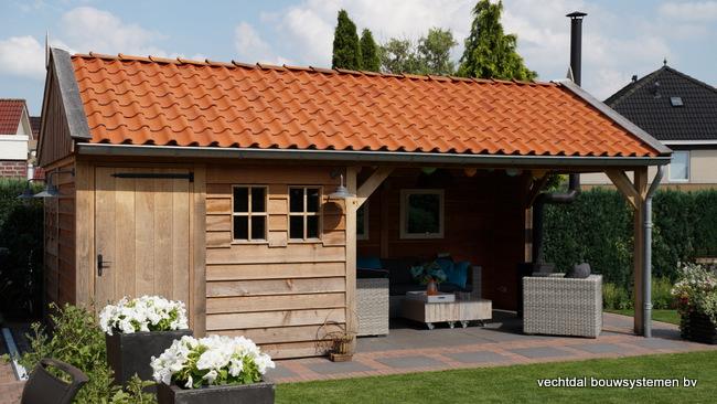 houten_tuinhuis_(3) - Landelijke houten tuinhuis met veranda opgeleverd in Markelo.