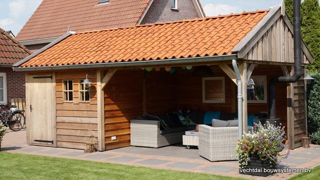 houten_tuinhuis_(7) - Landelijke houten tuinhuis met veranda opgeleverd in Markelo.