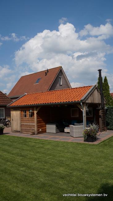 houten_tuinhuis_(8) - Landelijke houten tuinhuis met veranda opgeleverd in Markelo.