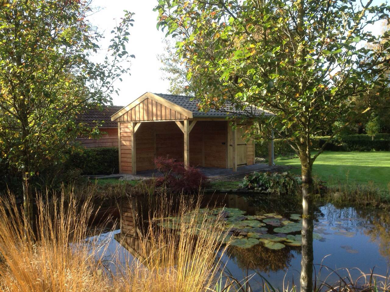 eikenhouten_tuinhuis_met_veranda_2 - Ontdek de charme en stijlvolle uitstraling van een eikenhouten bijgebouw in de natuur.