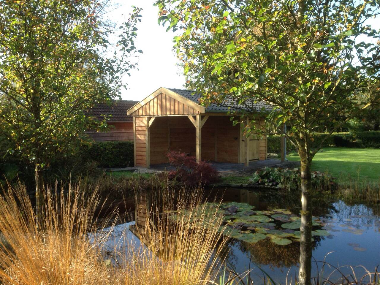 eikenhouten_tuinhuis_met_veranda_3 - Ontdek de charme en stijlvolle uitstraling van een eikenhouten bijgebouw in de natuur.