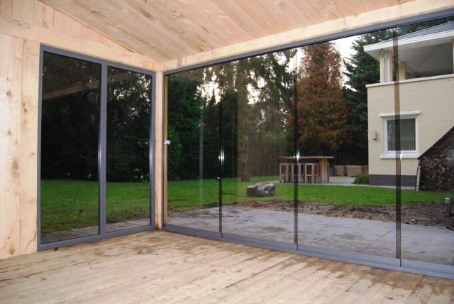 eikenhoutenbijgebouw_met_wellness_(4) - Eikenhouten bijgebouw met carport. Ingericht met luxe wellness/relaxruimte.