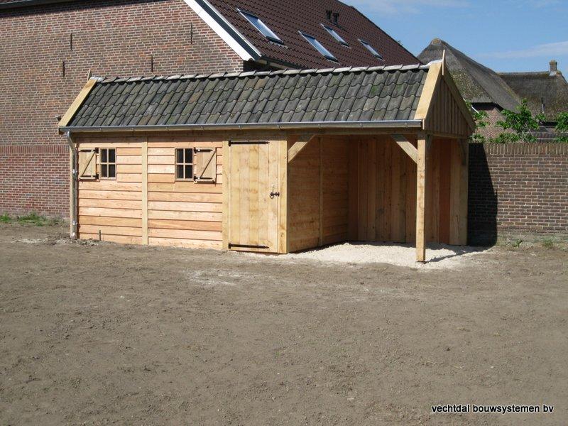 houten_kapschuur_met_overkapping_(1) - Stijlvolle houten kapschuur met overkapping opgeleverd in Wijchen.
