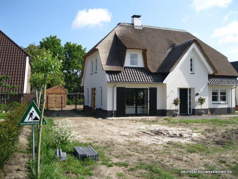 houten_kapschuur_met_overkapping_(10) - Stijlvolle houten kapschuur met overkapping opgeleverd in Wijchen.