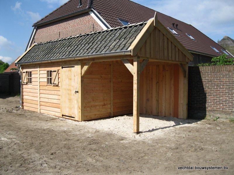 houten_kapschuur_met_overkapping_(2) - Stijlvolle houten kapschuur met overkapping opgeleverd in Wijchen.