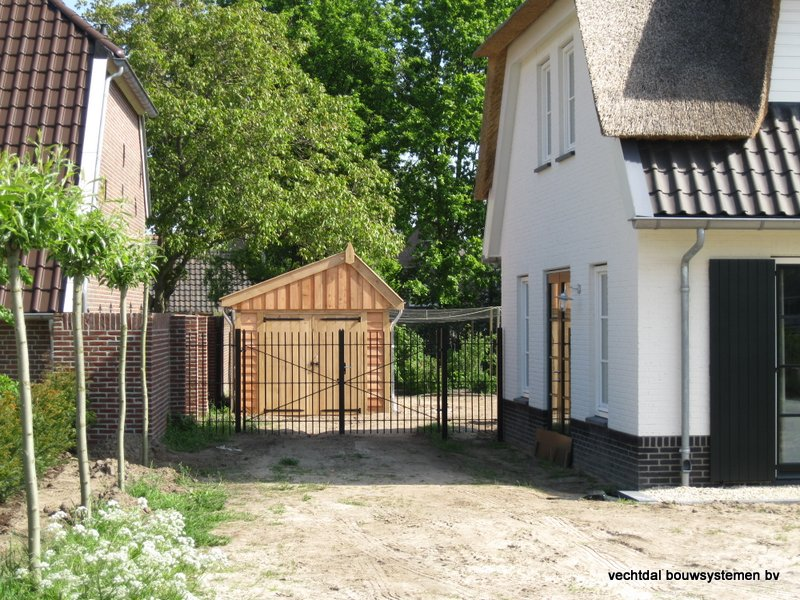 houten_kapschuur_met_overkapping_(8) - Stijlvolle houten kapschuur met overkapping opgeleverd in Wijchen.