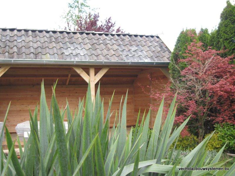 16-houten_kapschuur_veranda_(30) - Authentiek houten kapschuur met authentieke detaillering.