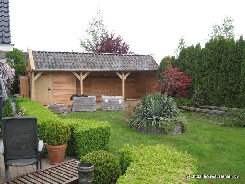 30-houten_kapschuur_veranda_(1) - Authentiek houten kapschuur met authentieke detaillering.