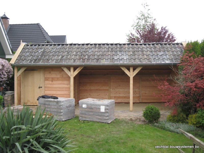 31-houten_kapschuur_veranda_(2) - Authentiek houten kapschuur met authentieke detaillering.