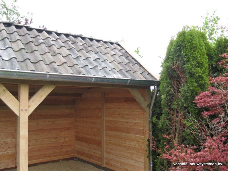33-houten_kapschuur_veranda_(4) - Authentiek houten kapschuur met authentieke detaillering.