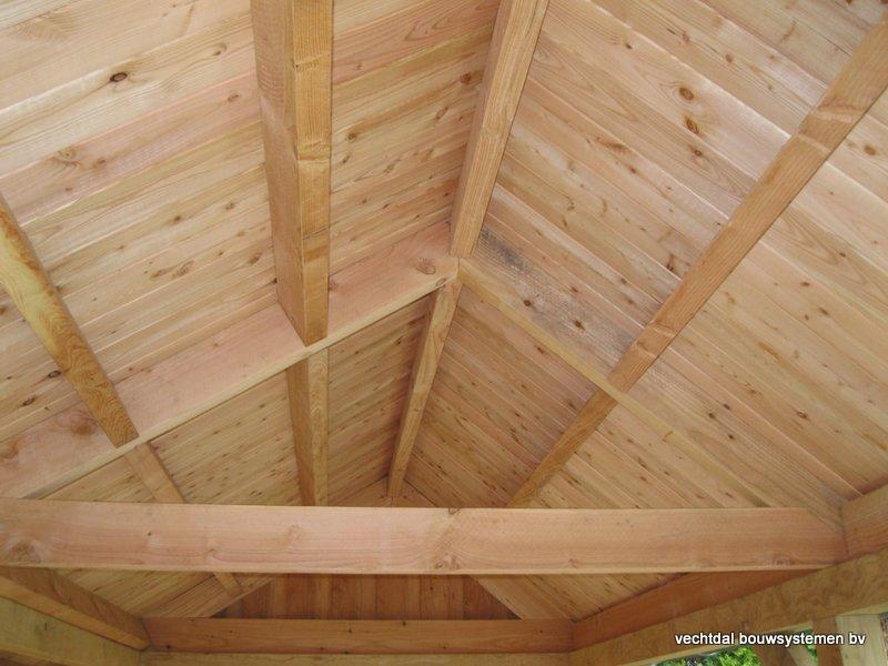 40-houten_kapschuur_veranda_(11) - Authentiek houten kapschuur met authentieke detaillering.