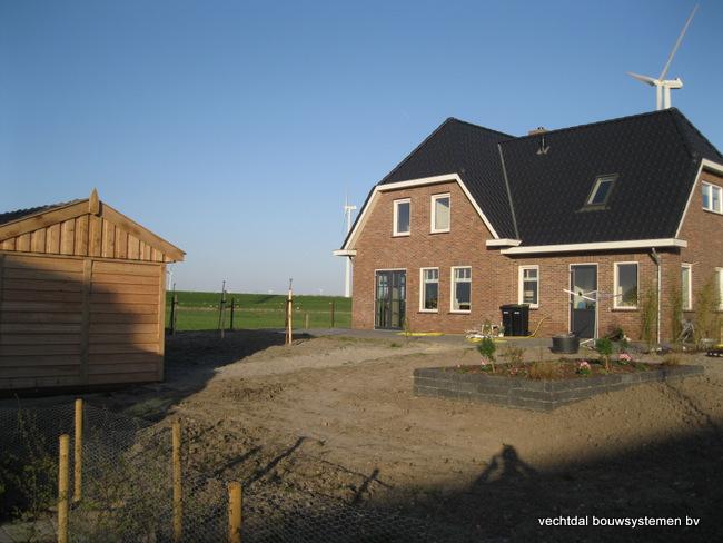 houten_tuinhuis_(1) - Stijlvolle eikenhouten tuinhuis met overkapping geplaatst in Zeewolde.