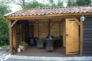 eiken-tuinkamer-2-300x200 - Sfeervol houten schuur met overkapping.