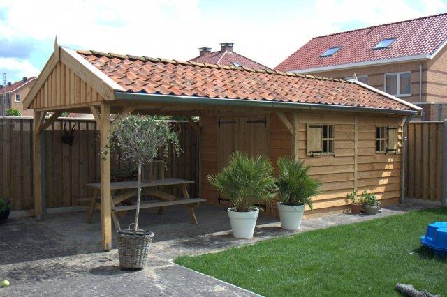 houten-tuinhuis-met-overkapping - Houten Tuinhuis